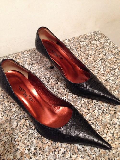 Scarpe da donna nere con punta allungata